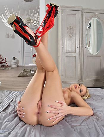 Vanda Lust nude girl photo